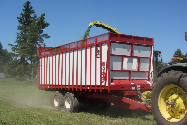 Meyer Farm | Rear Unload Forage Boxes | 8100 RT BOSS Truck / Chassis-Cart Mount / Wagon Mount  for sale at Salem Farm Supply, New York