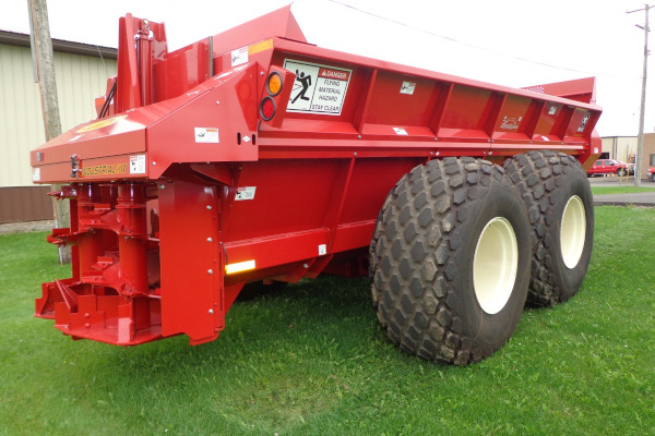 Meyer Farm | Poultry Litter Spreader | Model 7500 / SXI720 / SXI865 / Crop Max for sale at Salem Farm Supply, New York