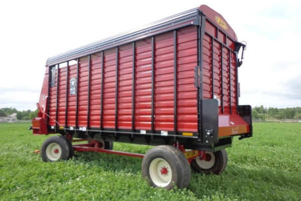 Meyer Farm | RT200 Front & Rear Unload Forage Box | Model RT218 for sale at Salem Farm Supply, New York