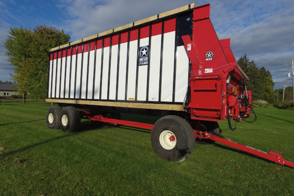 Meyer Farm | RTX600 Series Front Unload | Model RTX624 for sale at Salem Farm Supply, New York